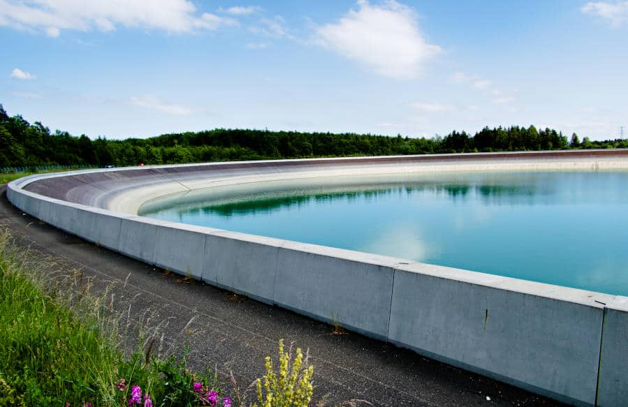 Glems Stausee - das Oberbecken in Form eines überdimensionalen Swimming-Pools