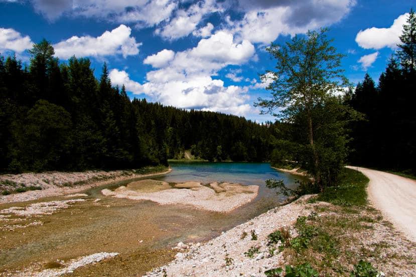 Bei Halblech wandern - Ammergauer Alpen - der obere Stausee mit glasklarem Wasser