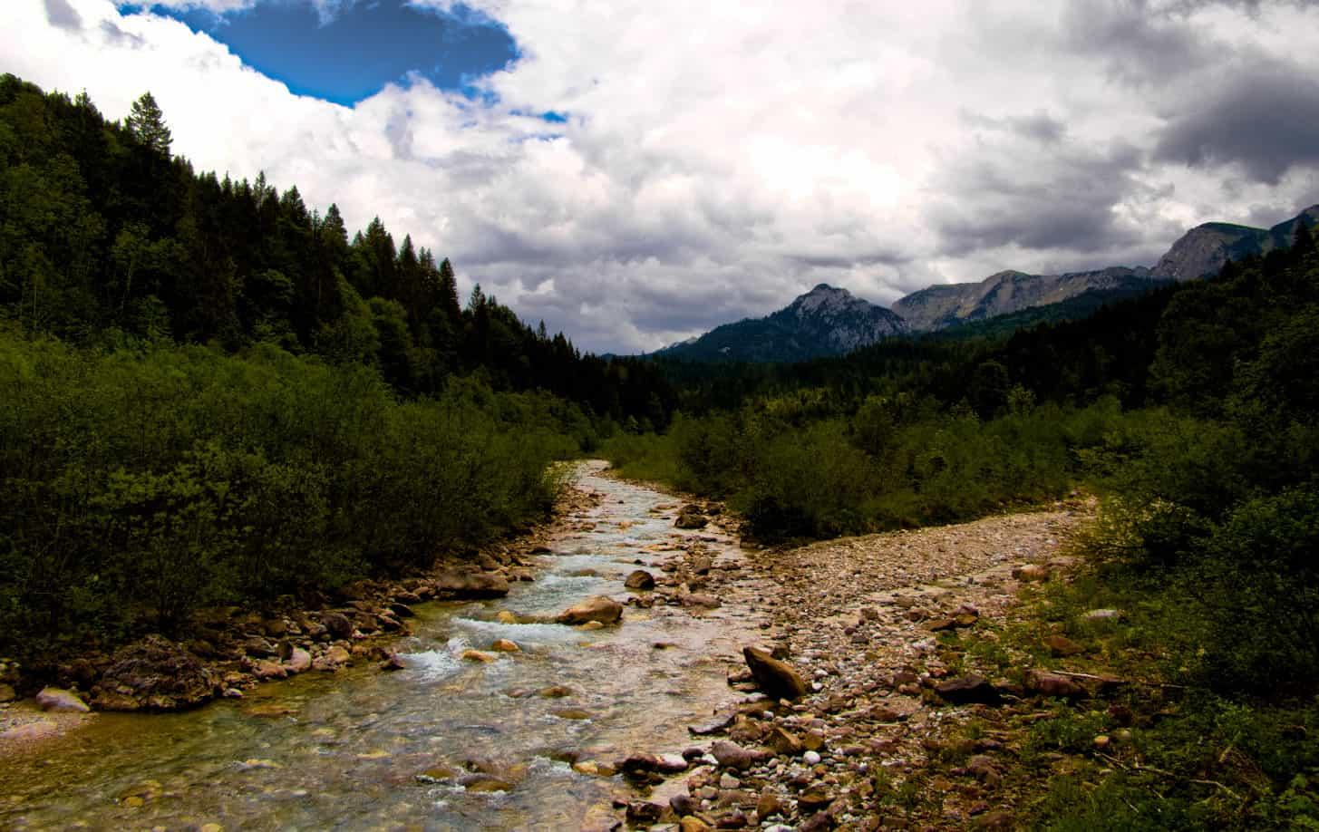 Bei Halblech wandern - Ammergauer Alpen - das Panorama bleibt beeindruckend