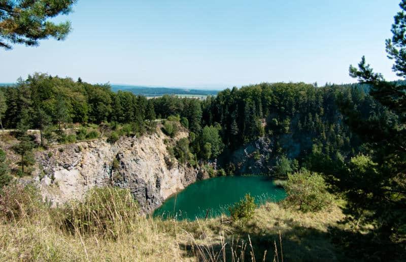 Sehenswürdigkeiten im Hegau - Blick auf den Höwenegger Vulkankrater mit dem Kratersee