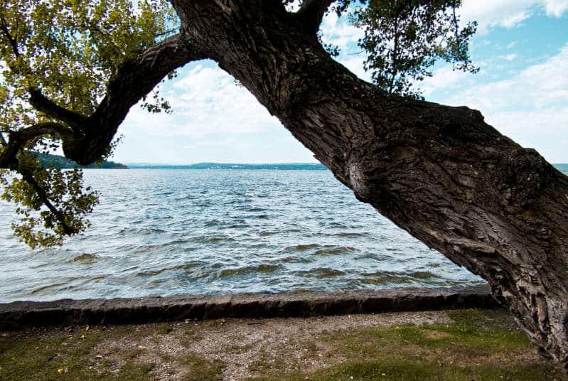 Kurparkschlösschen am Ammersee - Blick über den See auf Höhe des Schlösschens