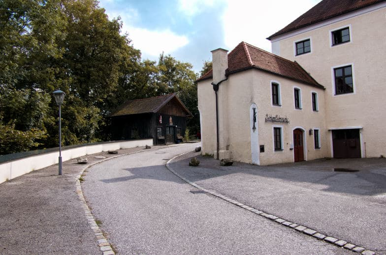 Schloss Seefeld - der Blick auf die Schlossschmiede