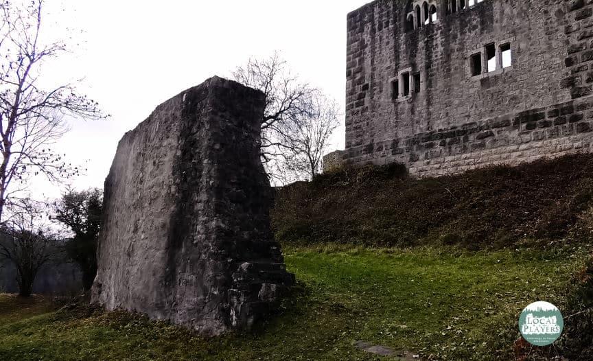 Ruine Albeck - eingefallene Mauern geben den Blick frei