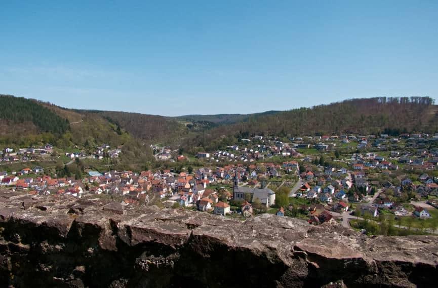 Die Minneburg Neunkirchen bei Neckargerach - Fernblick zum Genießen