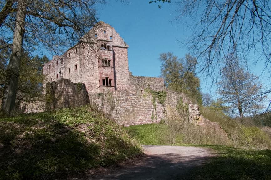 Die Minneburg Neunkirchen bei Neckargerach - das Palas der Ruine im Blick 3